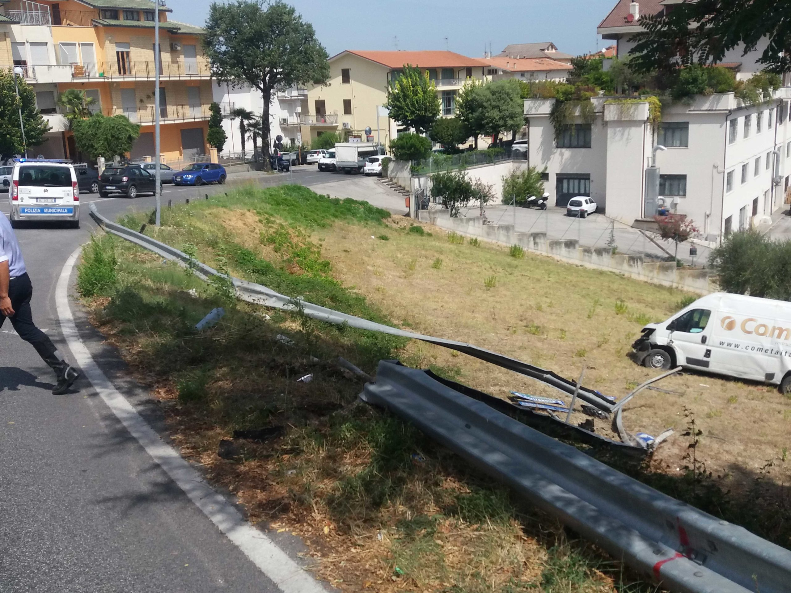 Ripristino strada post incidente Montegranaro (Fermo) - prima