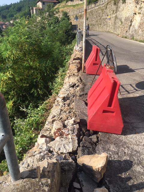 Ripristino arredo urbano post incidente Gandosso (Bergamo) - prima